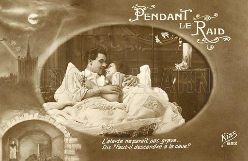 Pendant Le Raid. Postcard, early 20th century.