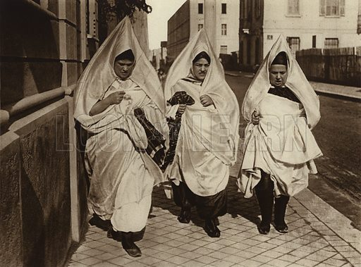 Tunis, Jewish women. Illustration for Picturesque North Africa (Jarrolds, c 1925).  First published by Ernst Wasmuth, Berlin, 1925.  Gravure-printed. Photo credit: Lehnert and Landrock, Cairo.