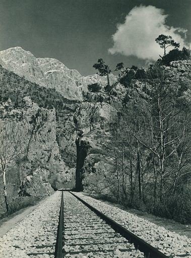 Toros daglarinda demiryolu, Railway in the Taurus Mountains. Illustration for Fotografla Turkiye [ie Turkey in Pictures] published by The General Direction of The Press, Ankara, c 1930.  Photographs provided by Orthmar Pferschy (1898-1984).  It is not clear whether or not all the photos are by Pferschy, or whether or not the copyright was acquired by the State.  Gravure printed.