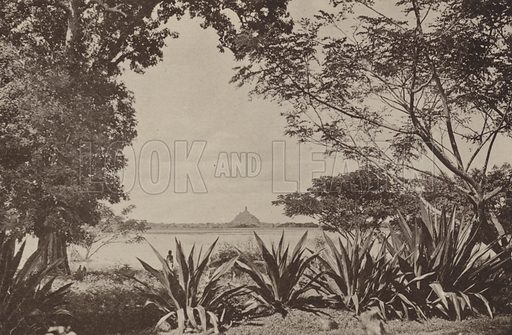 Jetawanarama Dagaba at Anuradhapura. Illustration for The Ruined Cities of Ceylon by Henry W Cave, illustrated with photographs taken by the author in 1896, (3rd edn, Hutchinson, 1904).  Gravure printed.