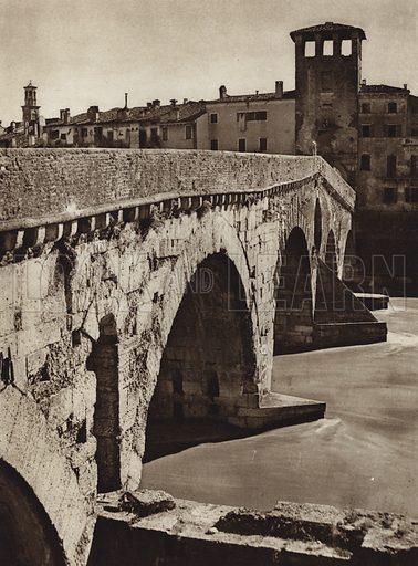 Verona.  Illustration for Unbekanntes Italien [Unknown Italy] by Kurt Hielscher (F A Brockhaus, 1941). Gruvure printed.
