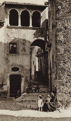 Scanno, Abruzzi.  Illustration for Unbekanntes Italien [Unknown Italy] by Kurt Hielscher (F A Brockhaus, 1941). Gruvure printed.
