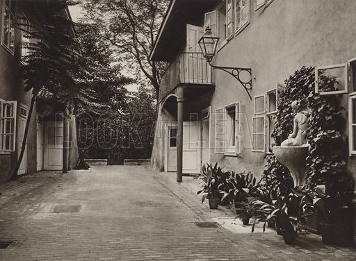 Wien, Hof in Schuberts Geburtshaus. Illustration for Osterreich Landschaft und Baukunst by Kurt Hielscher (Ernst Wasmuth, 1928).  Gravure printed.