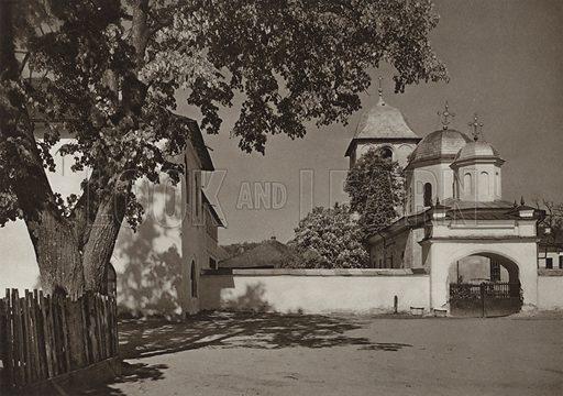 Campulung, Radu-Negru-Church. Illustration for Rumanien, Landschaft, Bauten, Volksleben, by Kurt Hielscher (F A Brockhaus, 1933).  Gravure printed.