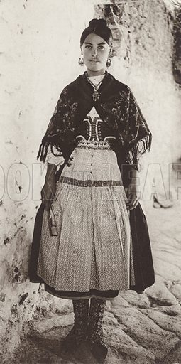 Lagartera Costume, Province of Toledo. Illustration for Das Unbekannte Spanien, Baukunst, Landschaft, Volksleben, by Kurt Hielscher (Ernst Wasmuth, 1925).  Gravure printed.