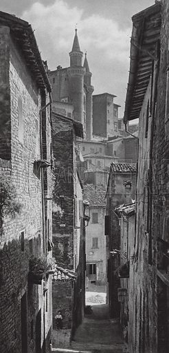 Urbino, Torri del Palazzo Ducale; Urbino, Alley with the towers of the Palazzo Ducale. Illustration for Italien, Baukunst und Landschaft (Ernst Wasmuth, 1925). Gravure printed.