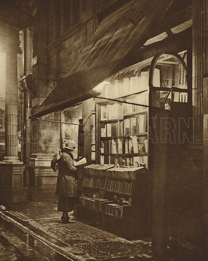 Wet winter evening and a book lover in Bloomsbury
