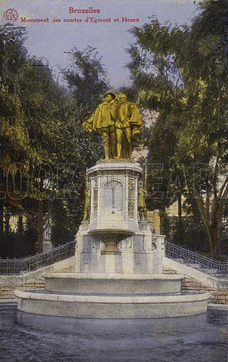 Postcard of Bruxelles Brussels Monument des comtes d'Egmont et Hoorn, Fountain of Counts Egmont and Hornes, Belgium.