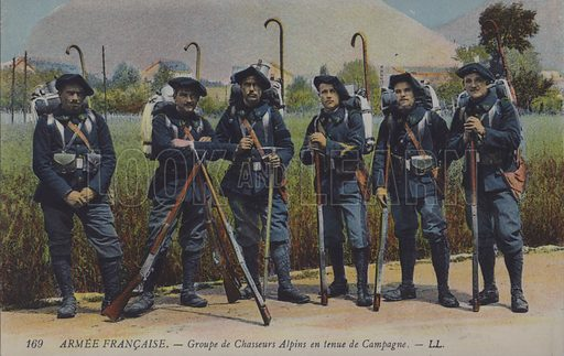 French army soldiers of the Chasseurs Alpins. Postcard, early 20th century.