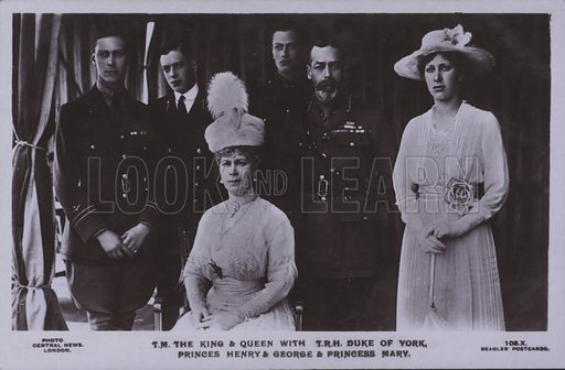 TM The King and Queen with TRH Duke of York, Princes Henry and George and Princess Mary. Postcard, 20th century.
