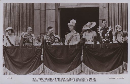 TM King George and Queen Mary's silver jubilee. Royal family group on the balcony at Buckingham Palace. Postcard, 20th century.