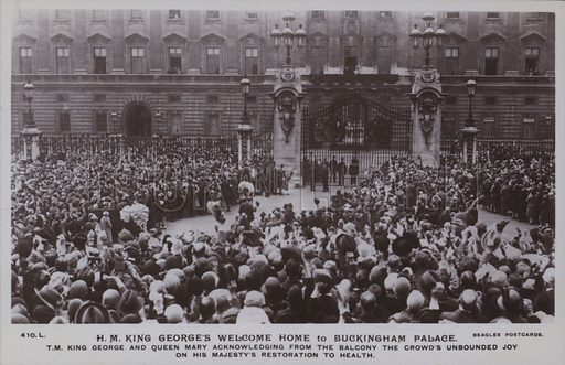 HM King George's welcome home to Buckingham Palace. TM King George and Queen Mary acknowledging from the balcony the crowd's unbounded joy on his majesty's restoration to health. Postcard, 20th century.
