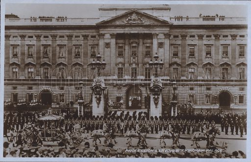 Procession leaving Buckingham Palace. Postcard, 20th century.