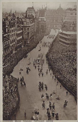 Homeward bound through Trafalgar Square. Postcard, 20th century.