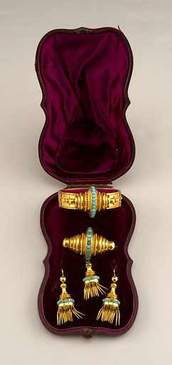 Suite of turquoise and gold jewelry with a bracelet, pair of earrings and a brooch in a fitted box. Made in: possibly France. Date: 1880s. Record ID: chndm_1983-69-4-a_d.