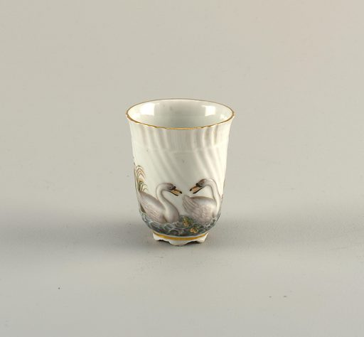 Beaker in the form first made in 1737 –1740 for the Swan Service. Painted decoration two swans. Date: 1800s. Record ID: chndm_1992-5-16.