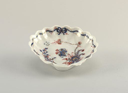 Shell form, decorated in Chinese style with carnations, in red and blue with gilt highlights, on a blue-grey glaze. Made in: Italy. Date: 1770s. Record ID: chndm_1938-57-657-c.