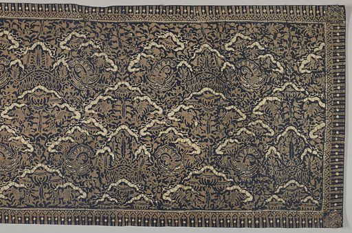 """Batik textile, probably a shoulder cloth (selendang) or breast cloth (kemben) in dark blue, brown, and cream-white. Shows an all-over pattern of the """"ship of the dead"""" motif, stylized and abstracted yet bearing its original meaning. Made in: Indonesia. Date: 1800s. Record ID: chndm_1961-115-25."""