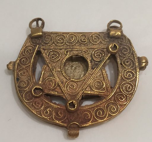 Earring (probably 11th–13th century). Attributed to Iraq. Accession number: 95.16.2.