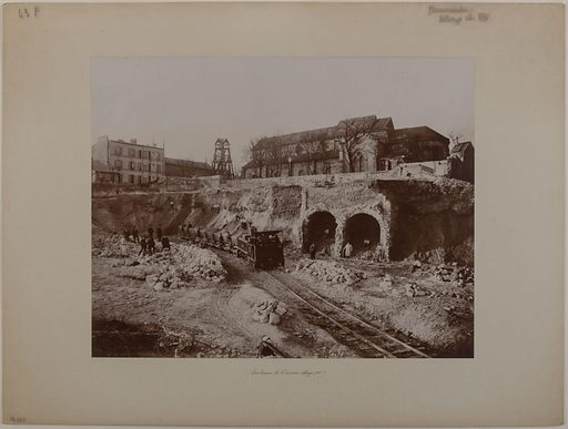 Souterrains de l'ancienne abbaye de Saint-Pierre de Montmartre, pendant la construction du Sacré-Coeur, rue du Mont-Cenis, dans le 18ème arrondissement, Paris, 1885. Date de création: 1885. Numéro d'object: CARPH009611.