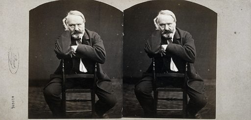Victor Hugo, assis à califourchon sur une chaise. Date de création: ete 1862. Numéro d'object: MVHPPH1321.3.