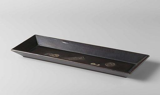 Oblong tray made of varnished wood. Origin: Japan. Date: 1800 – 1900. Object ID: AK-MAK-887.