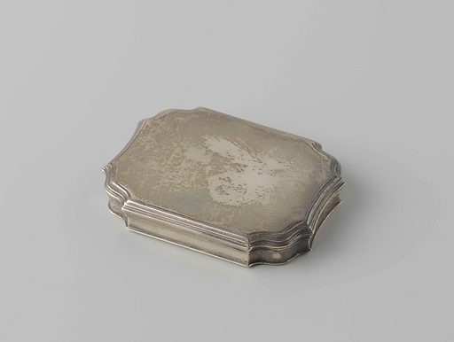 Snuff box of silver. Origin: ? Northern Netherlands. Date: 1700 – 1725. Object ID: BK-NM-5029.