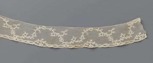 Strip bobbin lace with continuous wavy tendril with berries and butterfly. Date: c 1770 – c 1780. Object ID: BK-1978-649-D.