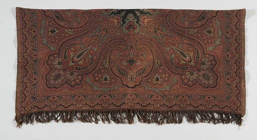 Square scarf, with a small black mirror in the middle, red on the other side with double weave, around which a motif of flowers, botas and arabesques. Date: c 1875 – c 1900. Object ID: BK-1985-81.