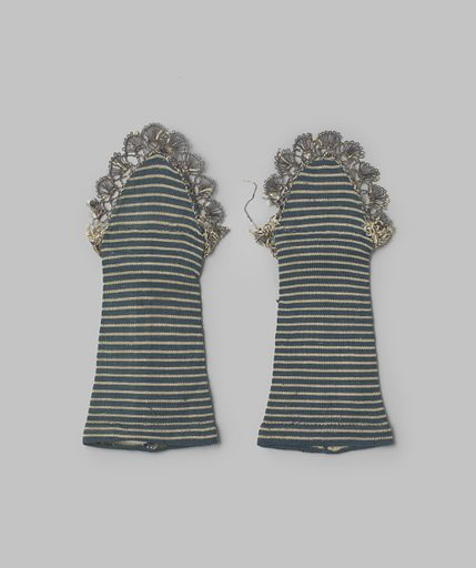 Mitaine of silk, blue and white striped silk. Date: c 1800 – c 1820. Object ID: BK-NM-12127-A.