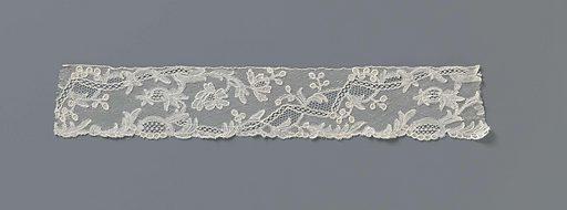 Beanie strip of bobbin lace with zigzag rivière. Origin: Brussels. Date: c 1750 – c 1760. Object ID: BK-BR-J-176-D-10.