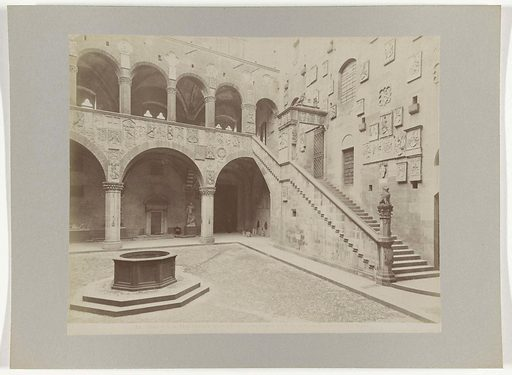 Courtyard of the Palazzo Podestà in Florence. Date: c 1880 – c 1895. Object ID: RP-F-00-1634.