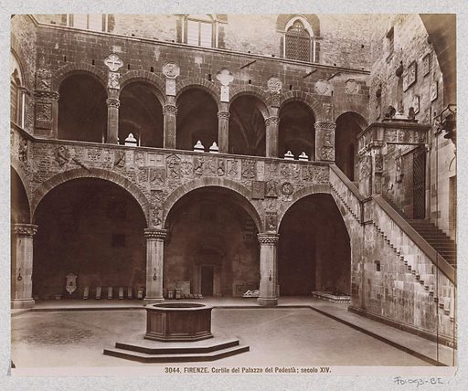 Courtyard of the Palazzo del Podestà in Florence. Date: c 1870 – c 1890. Object ID: RP-F-F01093-BI.