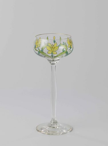 Goblet with three trumpet daffodils