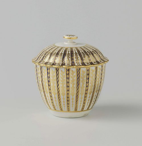 Sugar bowl, the ribs alternating blue and white, separated by gold piping. Date: c 1775 – c 1800. Object ID: BK-NM-I-Z-B.