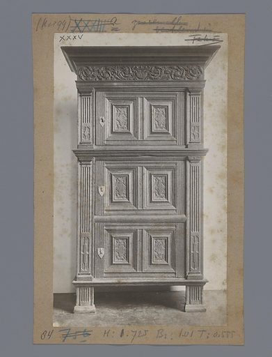 Oak cabinet decorated with pilasters, chain ornaments and acanthus leaf in the Rijksmuseum in Amsterdam. Date: c 1875 – c 1900. Object ID: RP-F-00-8579.