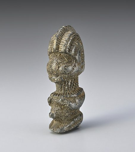 Stone kneeling figure with three crest or row hairstyle, broad nose, pleated collar, hands on chest and a protruding navel. Date: 1590s. Record ID: nmafa_80-27-11.