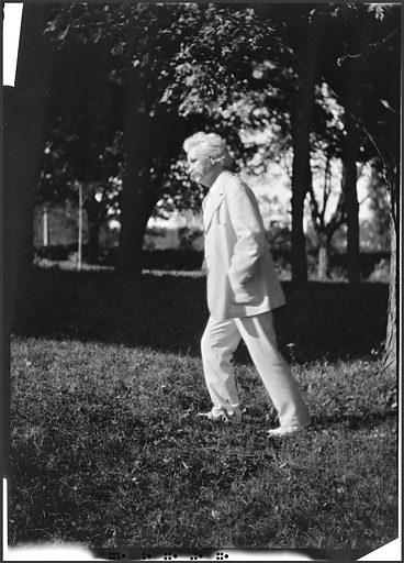 Samuel Clemens. Sitter: Samuel Langhorne Clemens, 30 Nov 1835 – 21 Apr 1910. Date: 1900s. Record ID: npg_NPG.79.234.