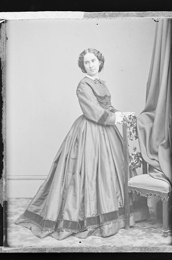 Clara Louise Kellogg. Sitter: Clara Louise Kellogg, 12 Jul 1842 – 13 May 1916. Date: 1860s. Record ID: npg_NPG.81.M3699.2.