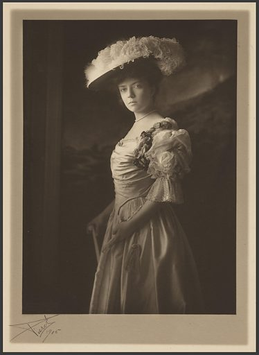 Alice Roosevelt Longworth. Sitter: Alice Lee Roosevelt Longworth, 12 Feb 1884 – 20 Feb 1980. Date: 1900s. Record ID: npg_NPG.81.167.