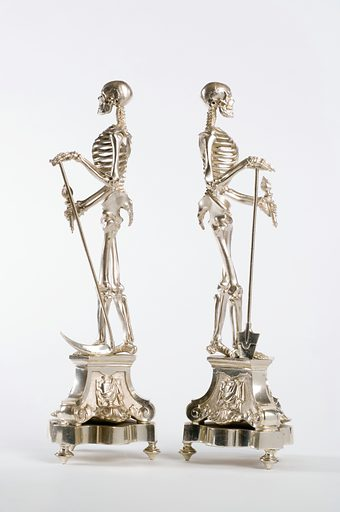 These 'memento mori' statues were used to remind people of the transience of life and material luxury. Work ID: z2n84p2u.