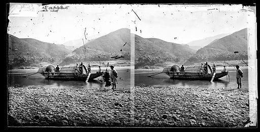 The Rapid or Kai (Suig ?) Boat, John Thomson. China. Photograph by John Thomson, 1867. Contributors: J Thomson. Work ID: hee6f4y5.