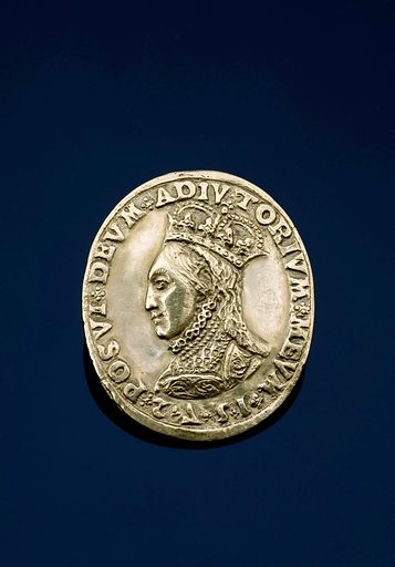 Oval gold medal, in extremely good condition, commemorating the recovery of Queen Elizabeth I from smallpox, English, 1572. Full view, front face showing on black perspex background. Contributors: Science Museum, London. Work ID: gvdn52fb.