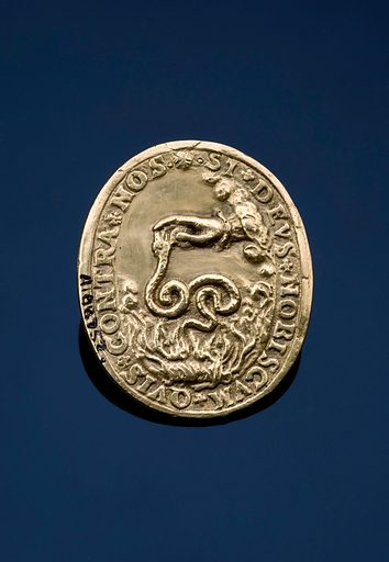 Oval gold medal, in extremely good condition, commemorating the recovery of Queen Elizabeth I from smallpox, English, 1572. Full view, reverse side, on black perspex background. Contributors: Science Museum, London. Work ID: yr5uk568.