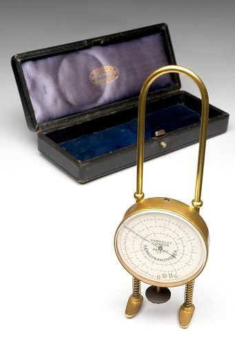 Haemodynamometer, London, England, 1895–1905. The degree of pressure of blood in an artery or vein can be measured using a haemodynamometer. It was invented by British physician George Oliver (1841–1915). It works by a thin rubber pad filled with glycerine and water compressing the pulse. Blood pressure was then indicated on the dial. This example was made in London by instrument maker Hawksley and Sons Limited. Measuring device – instrument. Contributors: Science Museum, London. Work ID: a4zhpvqk.