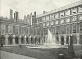 Hampton Court Palace: Fountain Court