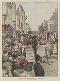 Uno strano corteo di suffragette per le vie di Londra
