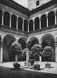 Bologna, Palazzo Bevilacqua, Cortile; Bologna, Palazzo Bevilacqua, Court
