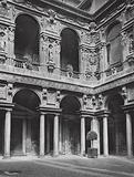 Milano, Cortile nel Palazzo Marino; Milan, Court in the Palazzo Marino