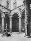 Firenze, Il Cortile del Palazzo Vecchio; Florence, Court in the Palazzo Vecchio